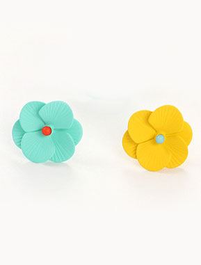 Flower solid color resin earrings