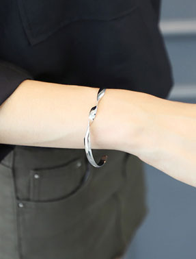 Adjustable alloy cuff