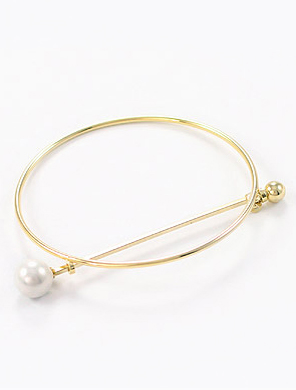 Circle faux-pearl bangle