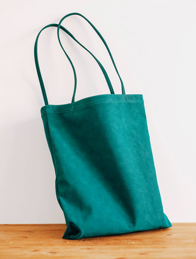 Basic suedette shoulder bag