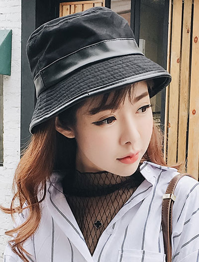 PU-paneled bucket hat
