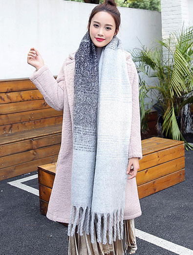 Fringed color-block gray scarf