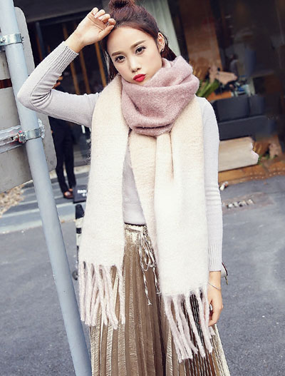 Fringed color-block pink scarf