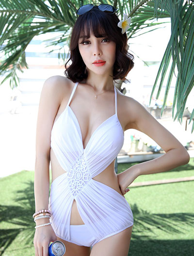 One-piece solid color cutout swimsuit