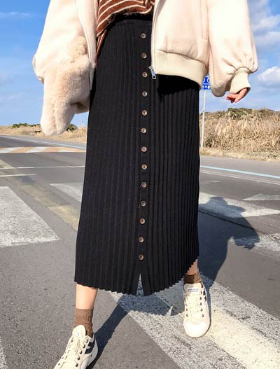 Buttoned ribbed-knit skirt