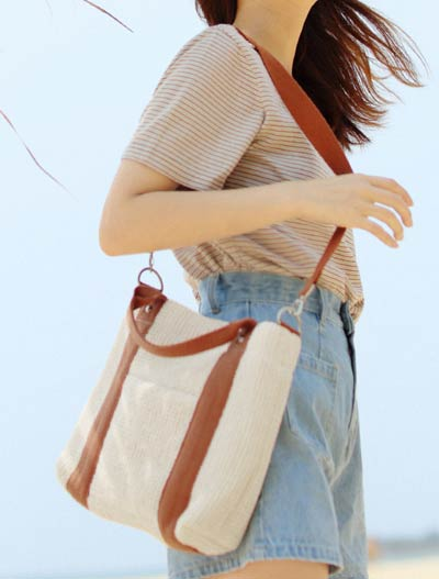 Two-tone two way shoulder bag