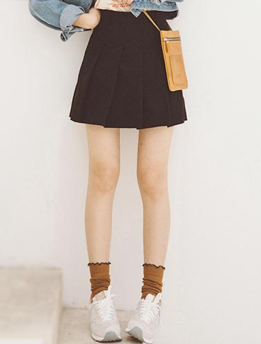 High rise belted pleated shorts