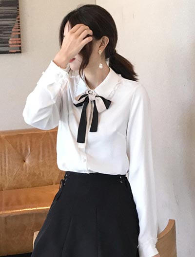 Neck-tie lace-trimmed shirt