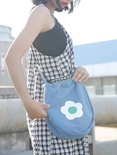 Flower printed canvas shoulder bag