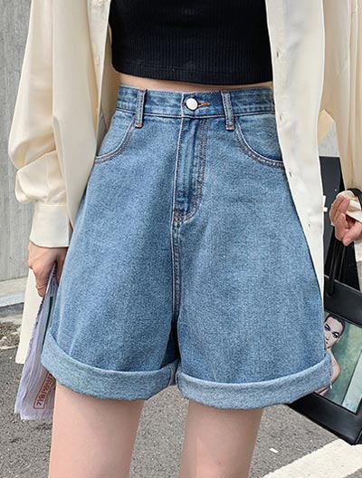 High rise rolled-up denim shorts